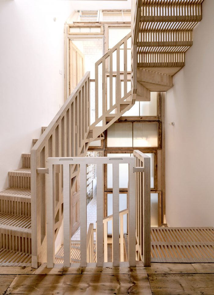 maries-wardrobe-tsuruta-architecture-residential_dezeen_2364_col_8
